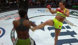 Julia Budd vs Gabby Holloway