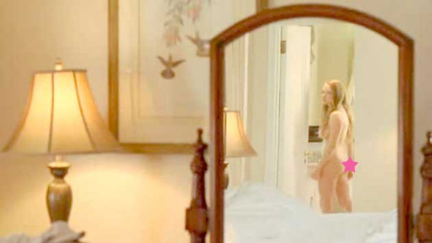 Amanda Seyfried Gets Naked in Chloe
