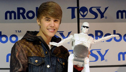 Bieber Meets Bot And A Roundup Of CES Celebrities